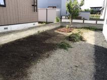 お庭のDIY(鈴木 ウッドチップを撒く)