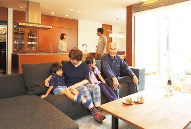 二世帯同居スタイルで、<br>暮らしやすさもデザイン性も叶えて