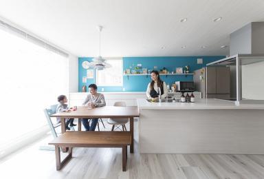 海をイメージしたコーディネート<br>家族の時間を楽しむ家
