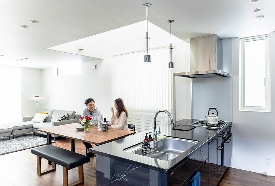 お気に入りのキッチンで料理をするのが楽しい。家で過ごす時間が幸せ。