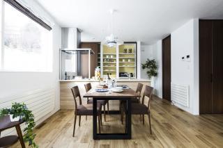 トラディショナルな家具が映える 夫婦2人でくつろぐ家。